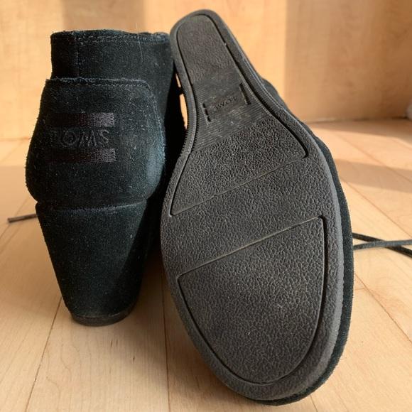 Toms Kala bootie all black EUC
